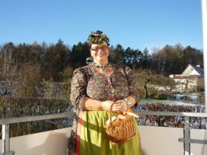 Frau Lutz an Fasching